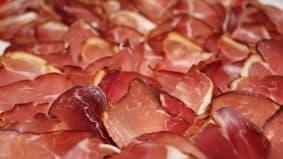 Viande rouge : pourquoi faire appel à un charcutier professionnel ?